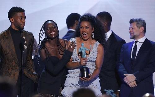 Các diễn viên Black Panther nhận giải. Ảnh: Reuters.