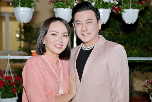 Hoàng Phúc và vợ doanh nhân trong chuyến đi từ thiện trước Tết.