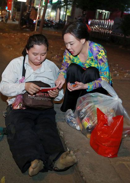 Việt Hương, Hồ Văn Cường giúp người nghèo có cái Tết ấm no - 2