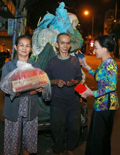 Hoạt động từ thiện giúp tôilắng nghe được nhiềucâu chuyện, nỗi niềm và mong ước của những mảnh đời lang thang cơ nhỡtrong đêm Sài Gòn se lạnh, nghệ sĩ tâm sự.