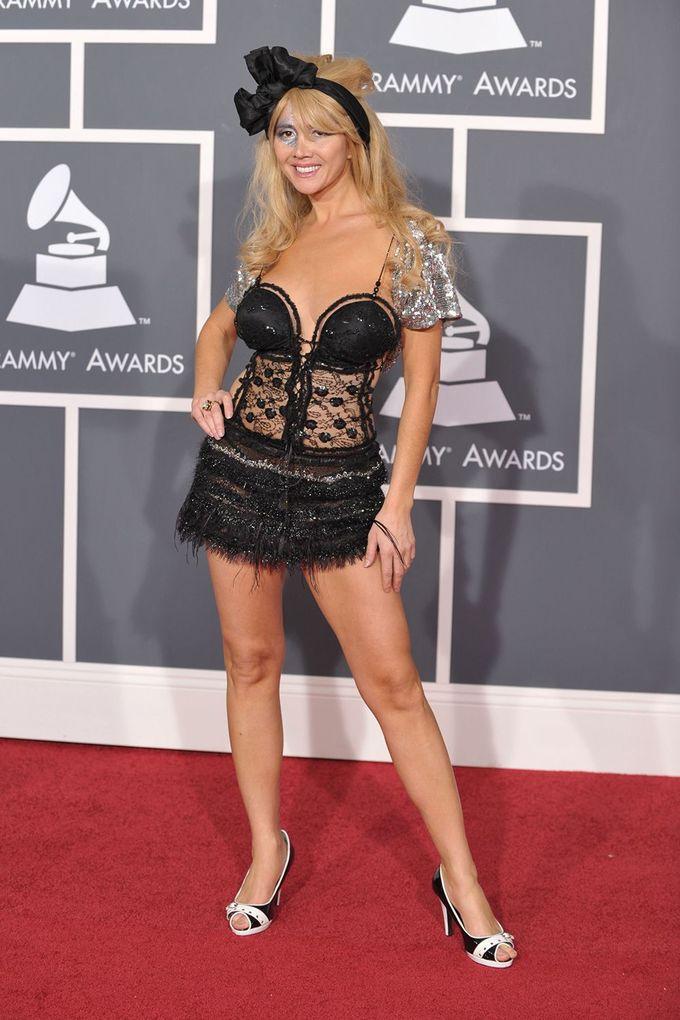 Những trang phục kỳ quái trong lịch sử Grammy