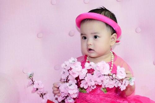 Con gái Hoàng Phúc - bé Happy.