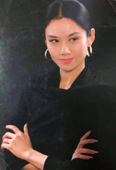 Lệ Bình thời trẻ. Ngoài múa, cô từng đóng Mai Siêu Phong trong Anh hùng xạ điêu (bản Lý Á Bằng, Châu Tấn).