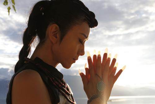 Dương Lệ Bình luôn để móng tay dài vì sự nghiệp múa.