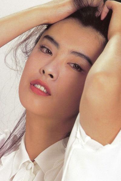 Tổ Hiền thời xuân sắc. Cô là một trong các biểu tượng của màn ảnh Hong Kong thập niên 1980-1990, với các phim Thiện nữ u hồn, Thanh Xà, Du viên kinh mộng... Người đẹp được mệnh danh Tiên nữ nhờ khí chất thoát tục, trang nhã.
