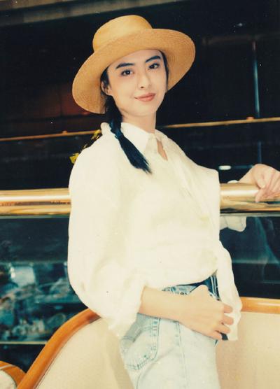 Người đẹp ngừng đóng phim từ đầu thập niên 2000, sang Canada sinh sống, hiếm khi trở lại Hong Kong.