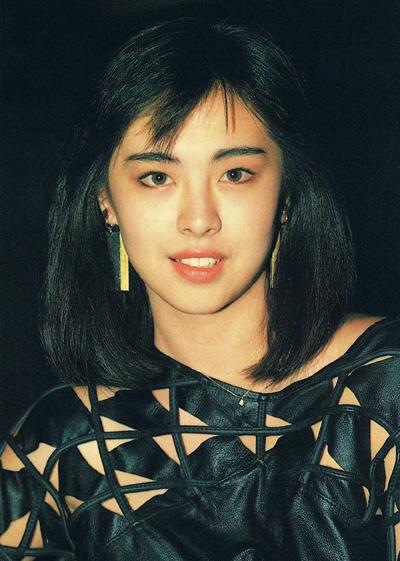 Dù vắng bóng làng giải trí nhiều năm, Vương Tổ Hiền vẫn giữ vị trí cao trong lòng khán giả. Năm 2017, cô xếp thứ ba cuộc bình chọn Sao nữ được khao khát nhất.