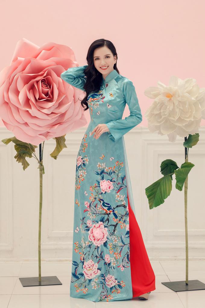 Văn Thành Công lăng xê áo dài họa tiết dân gian dịp Tết 2019