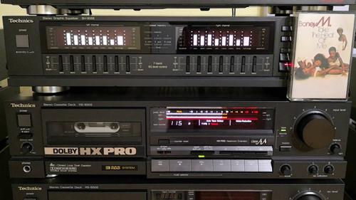 Những chiếc đài cassette gắn liền với thú nghe nhạc của người Việt những năm 1980, 1990.