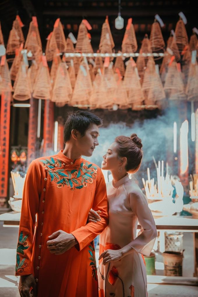 Vợ chồng Quang Tuấn vãn chùa cổ Sài Gòn giáp Tết