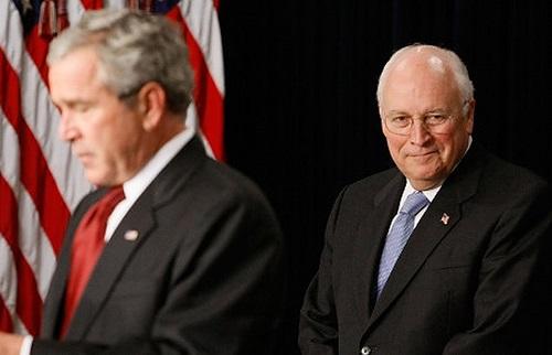 Dick Cheney (phải) và Tổng thống Bush.