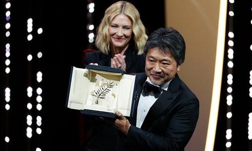 Hirokazu Kore-eda nhận giải cao nhất ở Cannes.