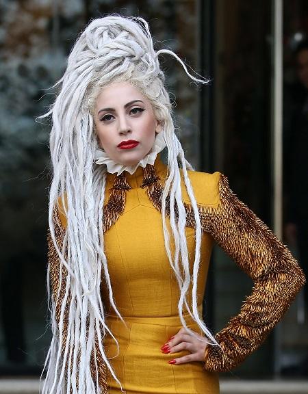 Lady Gaga nổi tiếng là nghệ sĩ có lối ăn mặc phá cách, kỳ dị.