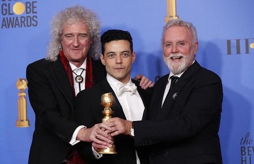Rami Malek (giữa) được tôn vinh cùng Bohemian Rhapsody.