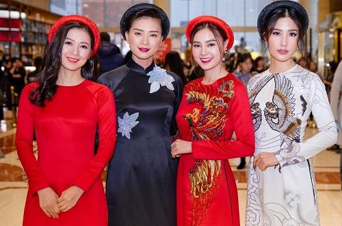 Từ tráiqua: diễn viên Oanh Kiều, Ngô Thanh Vân, Lan Ngọc,DiễmMy 9x trong buổi giới thiệu Cô Ba Sài Gòn ở Liên hoan phim Busan (Hàn Quốc) năm 2017.