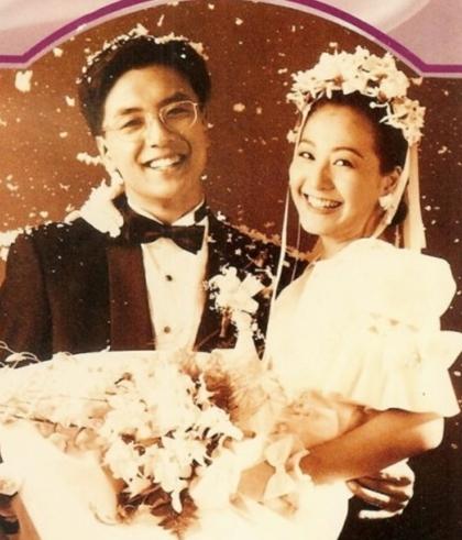 Kim Seung Woo và Lee Mi Yeon trong đám cưới năm 1995.