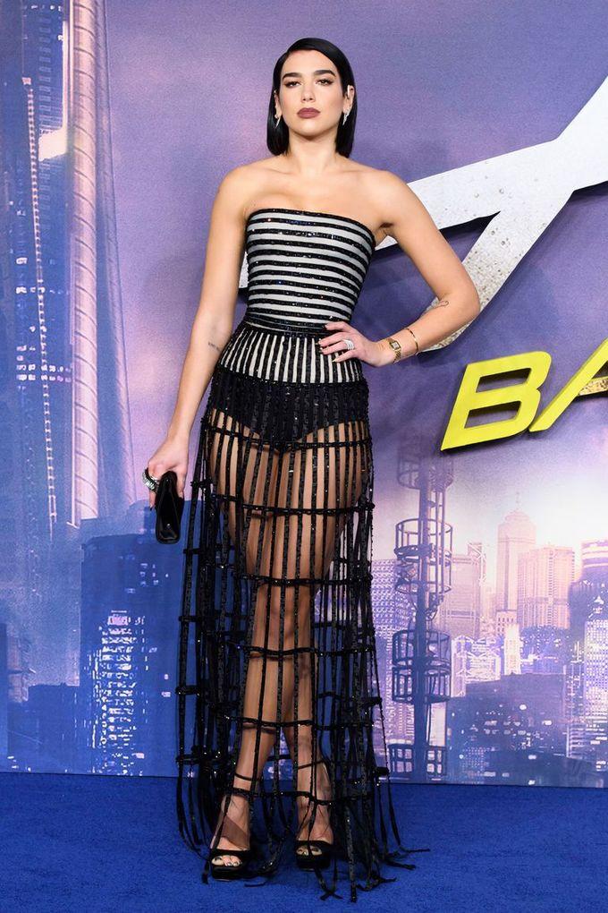 Hoa hậu quyền lực Ấn Độ đẹp nhất tuần với đầm cổ yếm