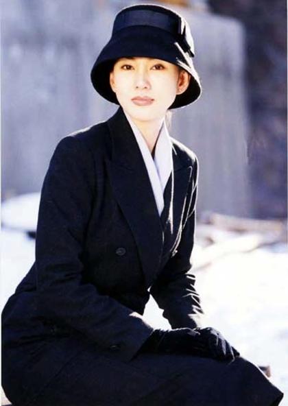 Ông trùm là dự án nổi bật của truyền hình Hàn Quốc năm 1999, từng gây sốt châu Á khi công chiếu.Kim Nam Joo thủ vai cô giáoMin Jae - người phụ nữ yêu đơn phương Đại ca Cá Cơm Kim Choon Sam (do Cha In Pyo đóng). Biết Cá cơm nặng lòng với người con gái khác, Min Jae tự nguyệntừ bỏ đểchấp nhậnHan Young -người đàn ông vẫn luôn dõi theocô. Cuối phim, cô cùng bạn đời lên đường đi Mỹ, trau dồi kiến thức để về phục vụ đất nước.