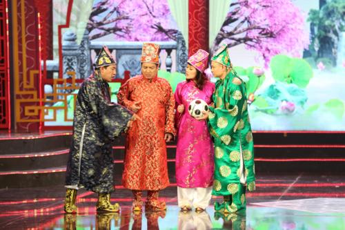 Táo Kinh tế Quang Thắng, Táo Giáo dục Chí Trung, Táo Xã hội Vân Dung, Táo Giao thông Tự Long (từ trái sang).