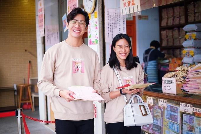 'Hoàng tử trong mơ' Thái Lan và vợ chuộng mặc đồ đôi