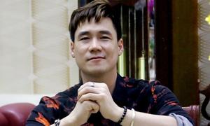 Ca sĩ Khánh Phương một mình dọn nhà ăn Tết