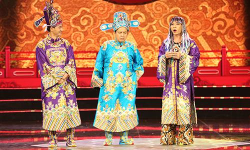 Nam Tào Xuân Bắc (trái) và Bắc Đẩu Công Lý (phải) chất vấn Táo Giáo dục Chí Trung.