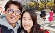 Tài tử Ahn Jae Wook dạy con gái ba tuổi quỳ tạ lễ bố mẹ
