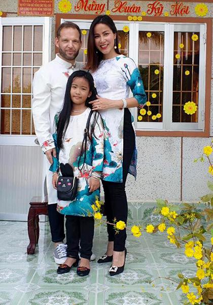 AnhThorsten làm ngành quảng cáo tại Việt Nam nên thích ứng rất nhanh với khộng khí gia đình vợ.