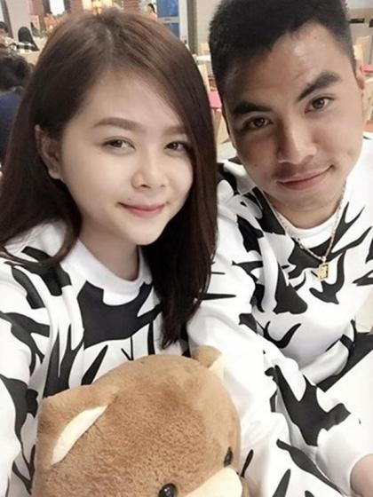 Sở thích diện áo đôi cùng người yêu của cầu thủ Việt  - 4