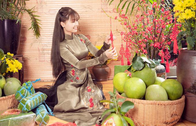 Khánh Hiền diện năm kiểu áo dài đón xuân