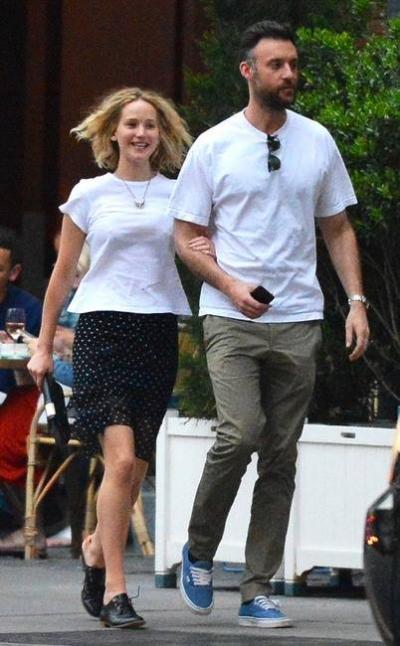 Tháng 6/2018, ngôi sao The Hunger Games bị bắt gặp đi ăn trưa cùng Cooke Maroney - nhà sưu tập tranh 33 tuổi. Theo E!, đây là hình ảnh đầu tiên xác nhận mối quan hệ tình cảm của cả hai.