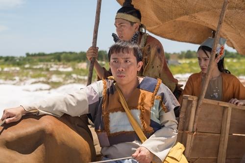 Trấn Thành, Quốc Anh và Nhã Phương trong phim.