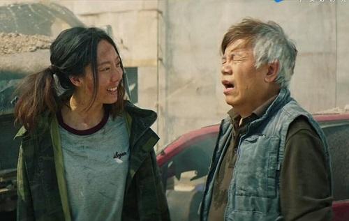 Trước mùa Tết, nhiều nhà quan sát nhận định Tân vua hài kịch của Châu Tinh Trì dẫn đầu phòng vé. Tuy nhiên, tác phẩm không thu hút lượng khán giả lớn sau bốn ngày công chiếu.