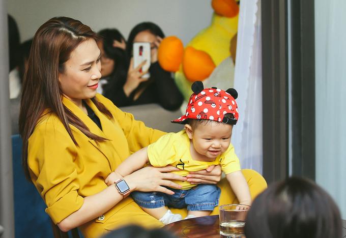 Fan đến nhà Mỹ Tâm ở Đà Nẵng chúc Tết