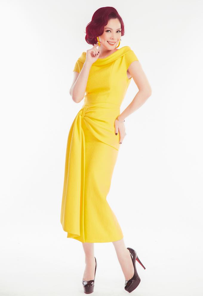 Thanh Thảo mặc đầm tôn dáng sau sinh