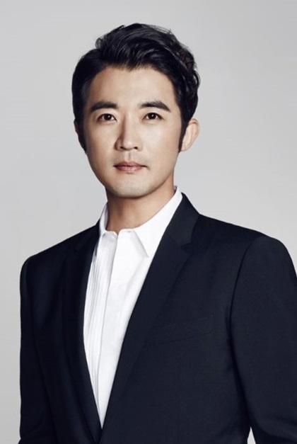 Tài tử Ahn Jae Wook.
