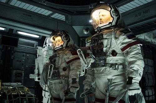 Trên Hollywood Reporter, Ngô Kinh nhận định khán giả Trung Quốc đang dần chấp nhận phim khoa học viễn tưởng - trước nay vốn bị xem là thể loạixa lạ với họ.