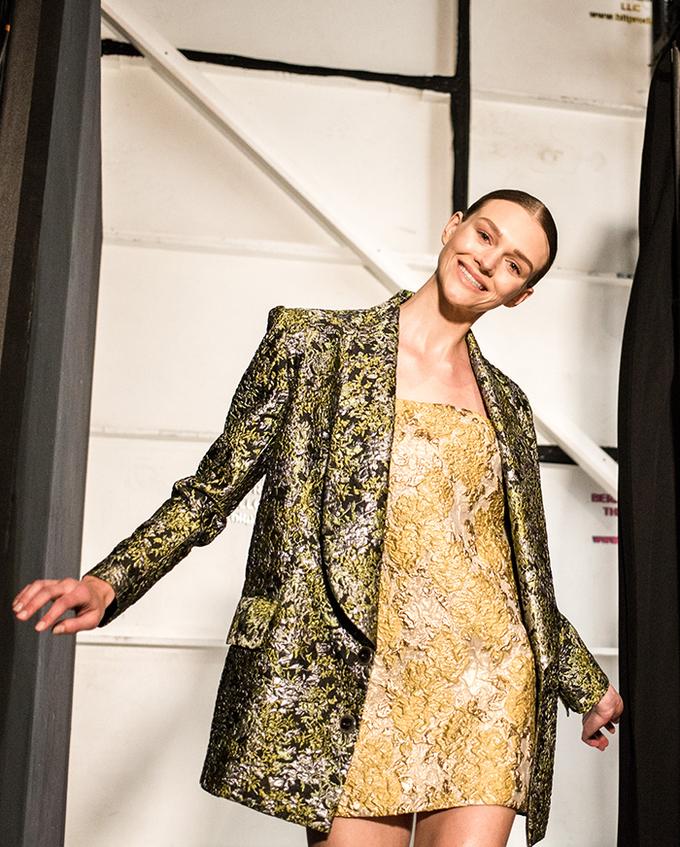 Siêu mẫu Brazil, người mẫu bạch biến ở hậu trường show Công Trí