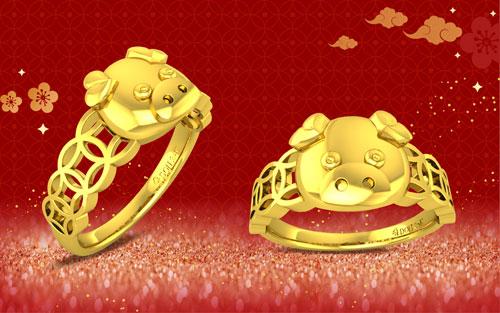 Năm nay, ngày Valentine (14/2 Dương lịch) trùng với ngày Thần Tài (10/1 Âm lịch). Vì vậy, thương hiệu DOJI tung ra hàng loạt mẫu nhẫn, vòng cổ, lắc tay... có thiết kế hình đồng tiền, thỏi vàng, lợn con... Những sản phẩm này vừa đáp ứng nhu cầu quà tặng độc đáo thể hiện tình yêu dịp Valentine, vừa mang lại may mắn, tài lộc đầu năm cho các cặp đôi.