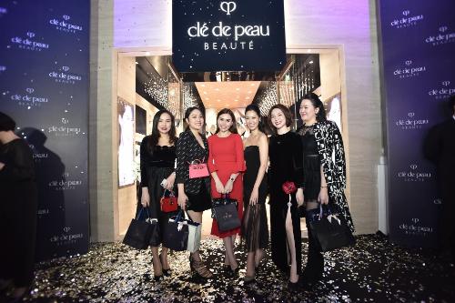 Nhiều người đẹp, beauty bloggers và các khách hàng thân thiết của thương hiệu cũng tới tham dự sự kiện.