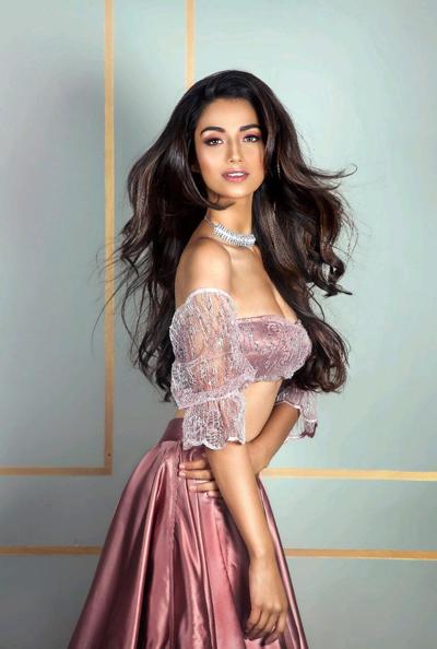 Meenakshi Chaudhary, đại diện Ấn Độ tại Miss Grand International 2018.