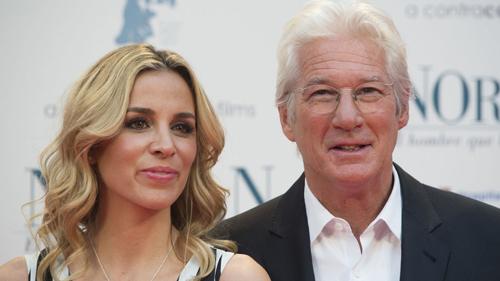 Richard Gere và vợ -Alejandra Silva - có con sau một năm làm đám cưới.