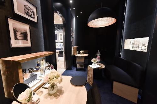 Được xây dựng với ý thức thẩm mỹ về làm đẹp, Clé de Peau Beauté không chỉ tạo nênmột cửa hàng mỹ phẩm cao cấp mà còn mang đến nhữngtrải nghiệm vẻ đẹp, phút giây nâng niu làn da, để thêm rạng ngời trong cuộc sống.