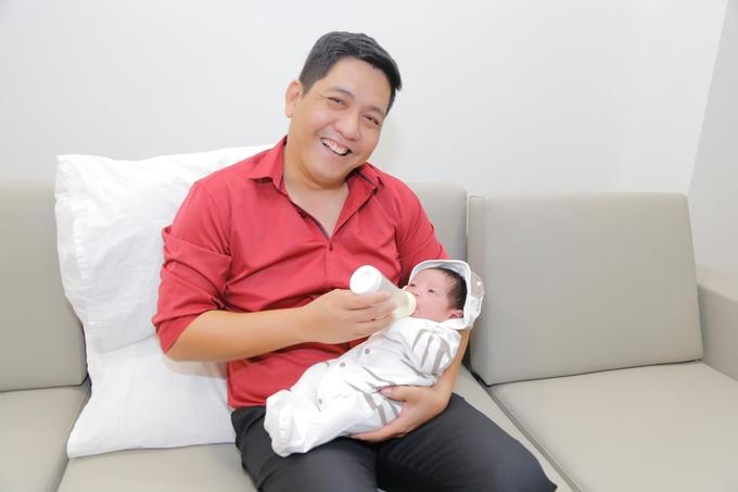 Thanh Thúy - Đức Thịnh bên con trai mới sinh
