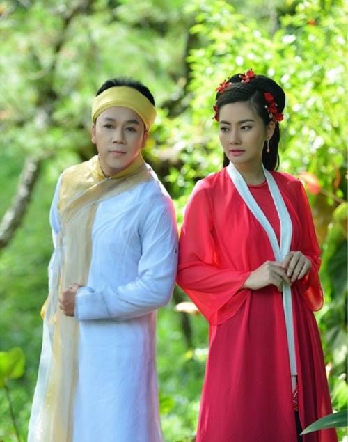 Ca sĩ Lưu Thiên Ân (trái) và Ngọc Lan (phải).