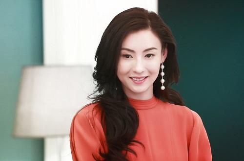 Trương Bá Chi vẫn giữ sắc vóc quyến rũ ở tuổi ngoài 40.