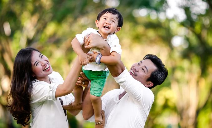 Á hậu Kiều Khanh kỷ niệm hai năm ngày cưới
