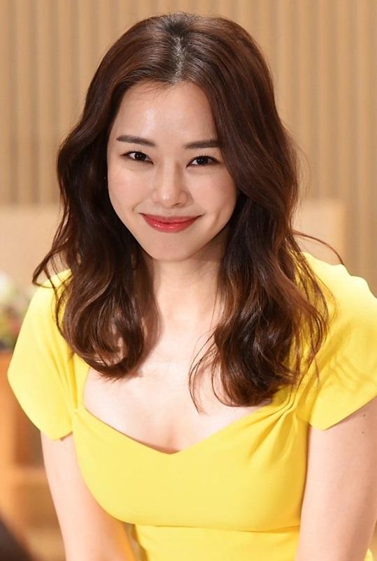 'Hoa hậu quyến rũ nhất Hàn Quốc' họp báo phim mới