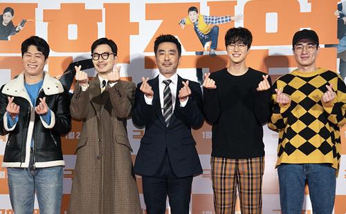 Tối 14/2, đoàn phim Extreme Job tổ chức lễ mừng thành công, cảm tạ khán giả tại Seoul, Hàn Quốc.