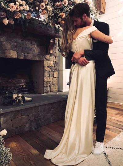 Liam và Miley trong ngày cưới.